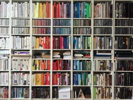 壁一面本棚