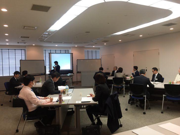 当社代表コンサルタントの吉田隆太が、福岡県博多で「儲かる10億円ヒット商品・事業をつくるブランド構築のための5大戦略」について講演を行いました。